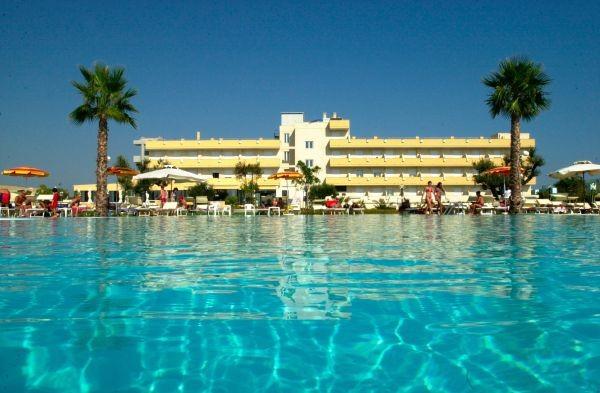 95_hotel-club-la-giurlita-_piscina_giurlita6.jpg